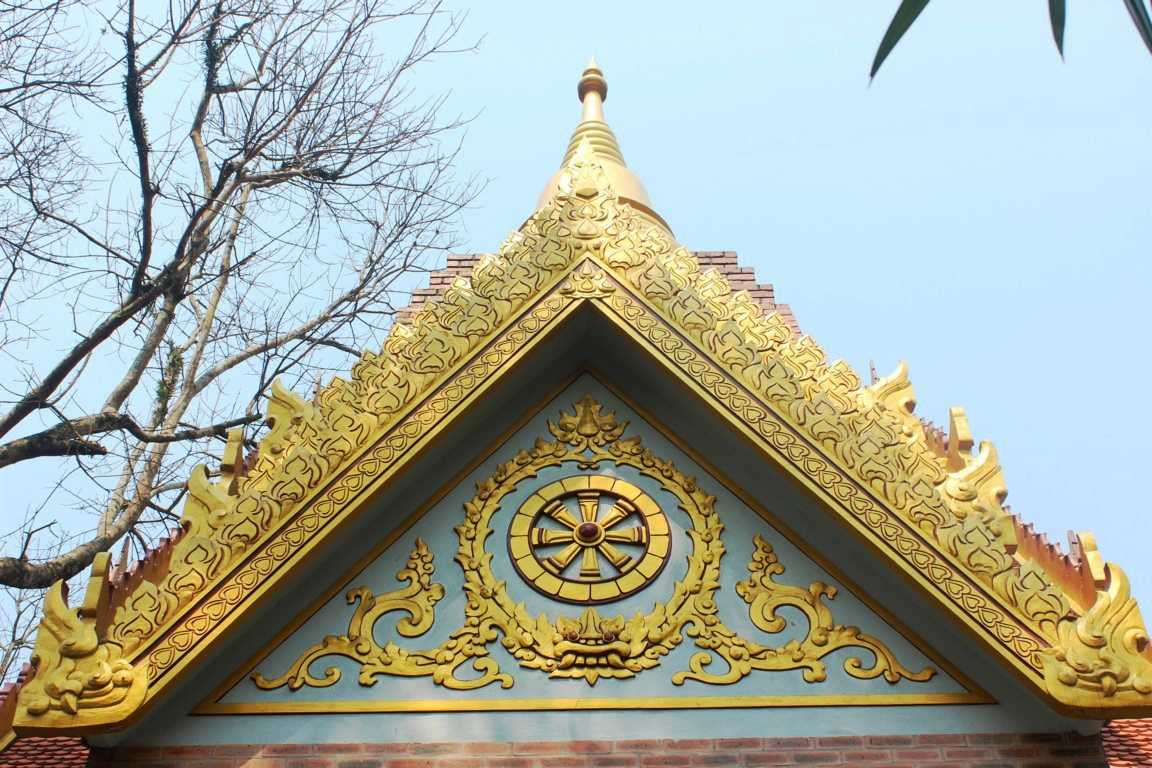 Lối kiến trúc, hoa văn chùa Thiền Lâm mang đặc trưng của phật giáo hệ phái Nam Tông nên được coi là ngôi chùa