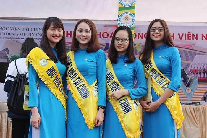 Sinh viên học viện Tài chính giới thiệu về ngôi trường một cách ấn tượng nhất để thu hút thí sinh.