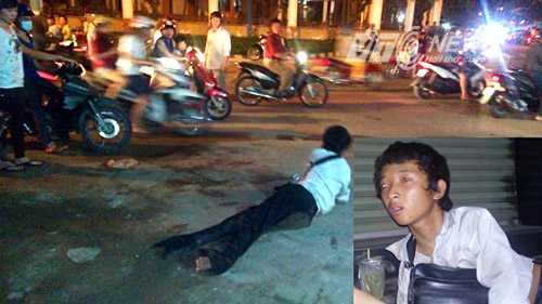 Một thanh niên giả tàn tật, lăn lê bò lết bán vé số, người đi đường thấy thương tình cho tiền. Ảnh: Phan Cường
