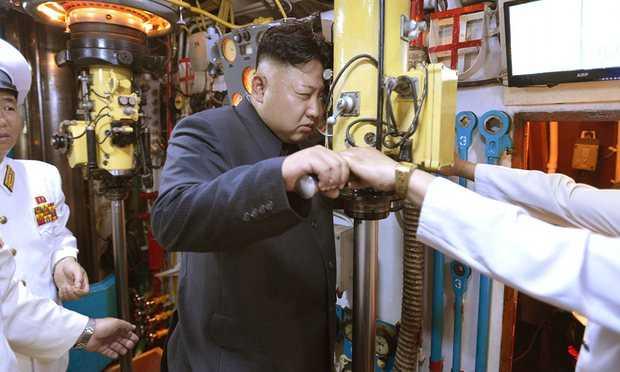 Chủ tịch Triều Tiên Kim Jong-un thị sát tàu ngầm
