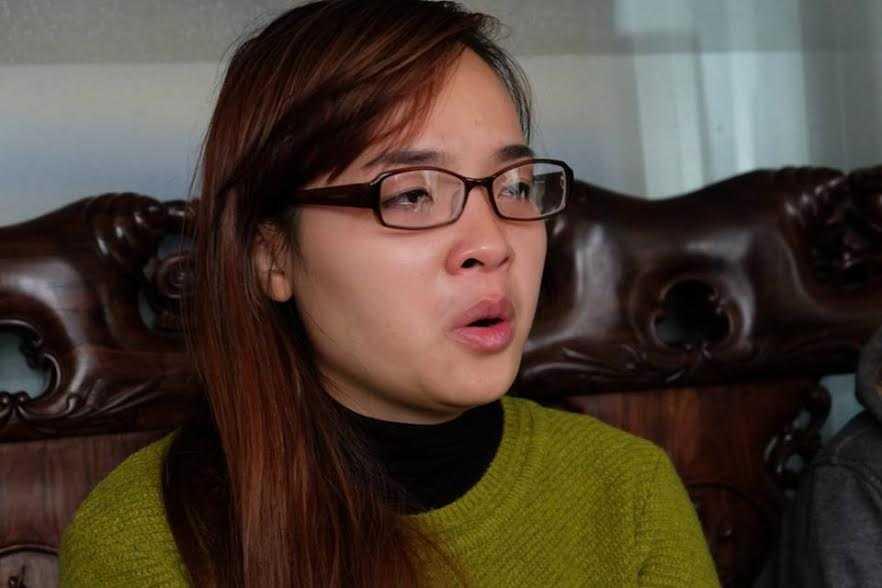 Chị Hiền bật khóc khi kể lại câu chuyện.