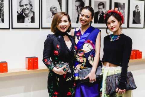 Cảm hứng Việt Nam tại Paris với trang phục Thủy Nguyễn.