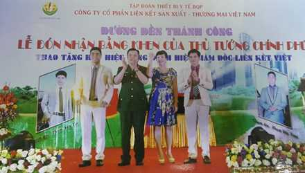 Lê Xuân Giang tại sự kiện làm giả lễ đón nhận bằng khen của Thủ tướng