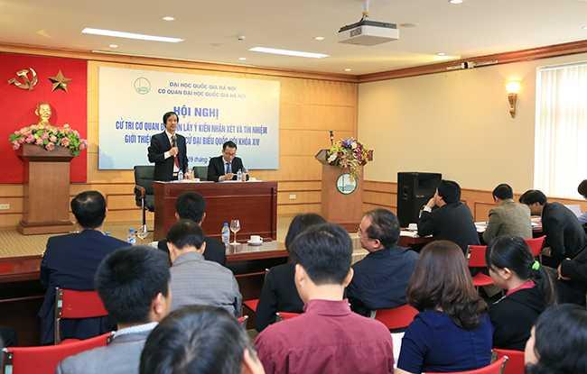 Phó Bí thư Thường trực, Phó Giám đốc Thường trực ĐHQGHN Nguyễn Kim Sơn và Chủ tịch Công đoàn Cơ quan ĐHQGHN Mai Hoàng Anh chủ trì Hội nghị.  (Ảnh: VNU)