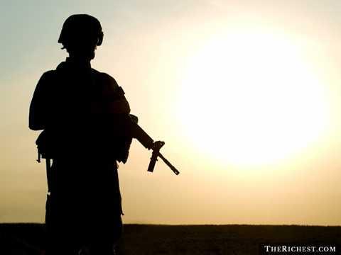 Lính Mỹ. Thực sự đây là nghề nghiệp nguy hiểm và căng thẳng nhất thế giới. Quân đội Mỹ luôn là những người phải đầu tiên đứng lên chống lại chủ nghĩa khủng bố. Thậm chí họ phải đến những vùng đất xa lạ và đóng quân hàng năm trời để đảm bảo an ninh.