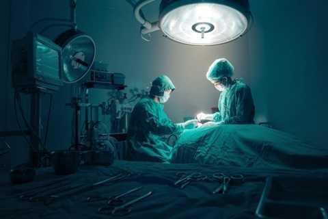 Bác sĩ phẫu thuật. Liều mình với mạng sống của người khác là những đặc trưng của người bác sĩ phẫu thuật. Chỉ như vậy thôi cũng đủ thấy được sự căng thẳng, stress của nghề nghiệp này