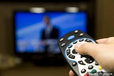 Điều khiển Tivi. Điều khiển TV là một trong những đồ vật tiếp xúc với tay người nhiều nhất. Và tất nhiên, trong nhiều trường hợp bàn tay người dùng không hề sạch sẽ và điều khiển TV lại là đồ vật gần như không bao giờ được tẩy rửa
