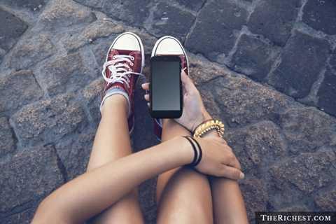 Điện thoại di động. Smartphone cảm ứng hiện tại luôn khiến người dùng phải sử dụng rất nhiều và tiếp xúc với màn hình rất nhiều. Hơn thế nữa, nhiều người còn có thói quen mang điện thoại vào nhà vệ sinh để đọc báo, lướt web. Đây chính là nơi tiếp xúc với nhiều vi khuẩn nhất
