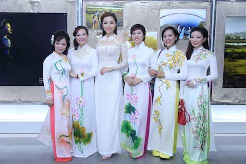 Sau đó, tối nay, khi kết thúc chuyến đi Tuyên Quang sớm, cô sẽ bay ngay về TP Hồ Chí Minh cho kịp dự buổi họp báo công bố phát động cuộc thi Hoa hậu Việt Nam 2016.