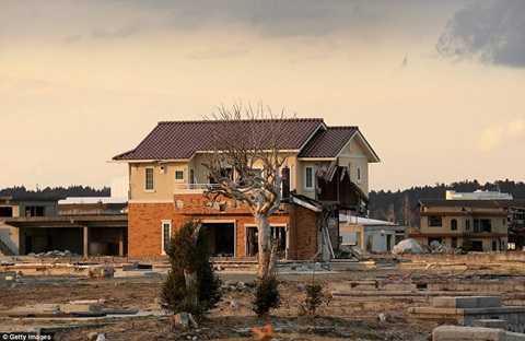 Thị trấn Namie hoang tàn, đổ nát