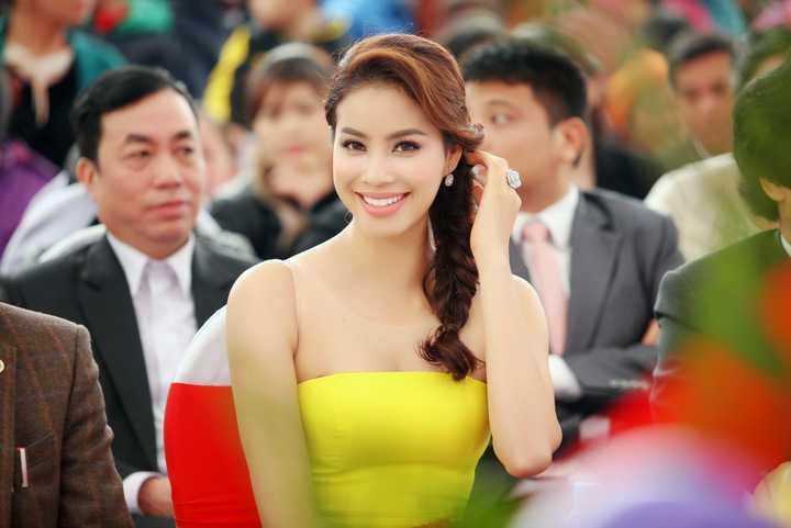 Sau khi đăng quang Hoa hậu hoàn vũ Việt Nam, Phạm Hương nhận được nhiều lời mời tham gia dự event, đóng quảng cáo và chụp hình. Hiện tại, Phạm Hương được đánh giá là một trong những gương mặt nổi bật nhất của showbiz.