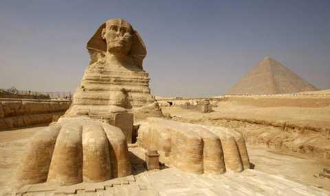 Khối đá trên Sao Hỏa được cho là giống như một bức tượng Ai Cập cổ đại được chụp bởi rô bốt Curiosity Rover.