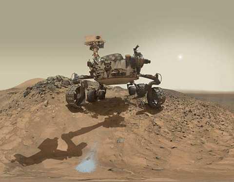 Robot Curiosity Rover  hạ cánh xuống sao Hỏa vào năm 2012 và bắt đầu gửi về Trái Đất.