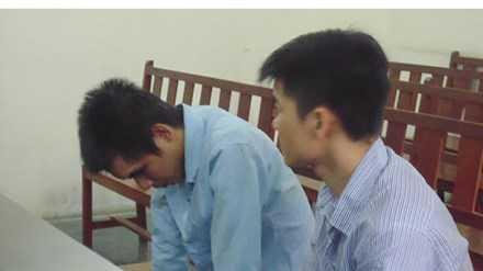 Hai bị cáo tại tòa sáng ngày 14/3. Ảnh: Tân Châu.