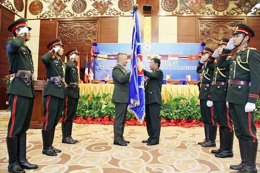 Lễ trao chức Chủ tịch các Hội nghị AMIIM-14, AMOIM-7 và ACDFIM-14 cho Philippines - Ảnh: Hồng Pha
