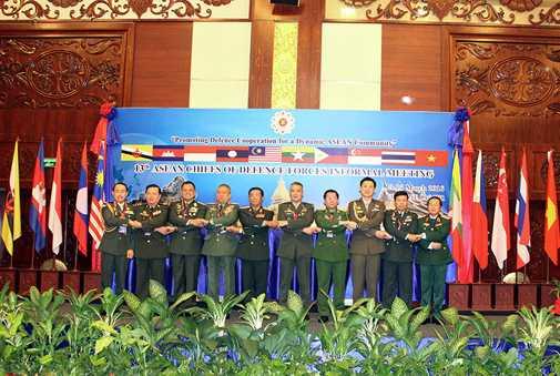 Tư lệnh Quốc phòng các nước ASEAN chụp ảnh chung - Ảnh: Hồng Pha