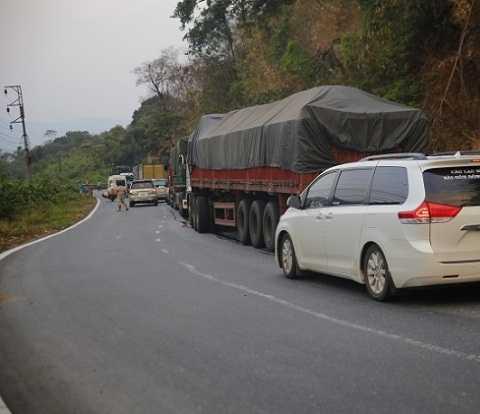 Vụ tai nạn làm kẹt xe nhiều giờ tại đèo Bảo Lộc - Ảnh:LH