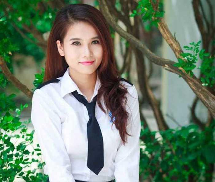Cô bạn xinh đẹp này là Lê Thị Thu Hiền, sinh năm 1993.