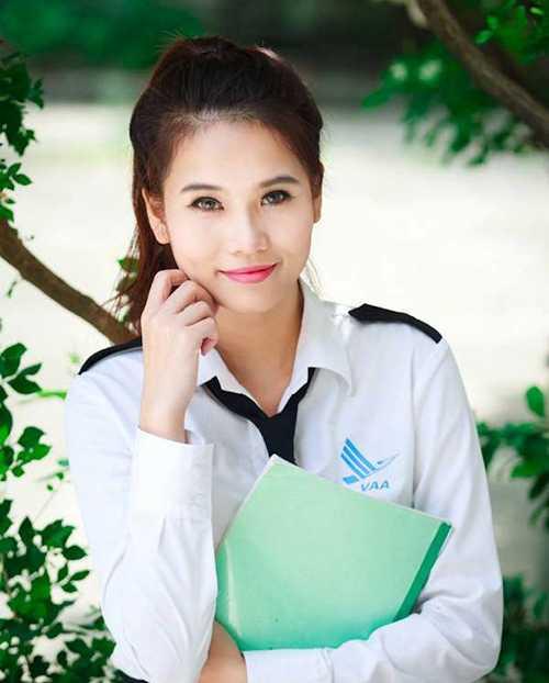 Ngoài việc học, Thu Hiền còn làm thêm tại hãng hàng không Vietjetair .