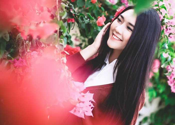 Hot girl Tường Linh được nhận xét là người có tính cách hòa đồng, dễ gần và luôn đem lại tiếng cười cho mọi người.