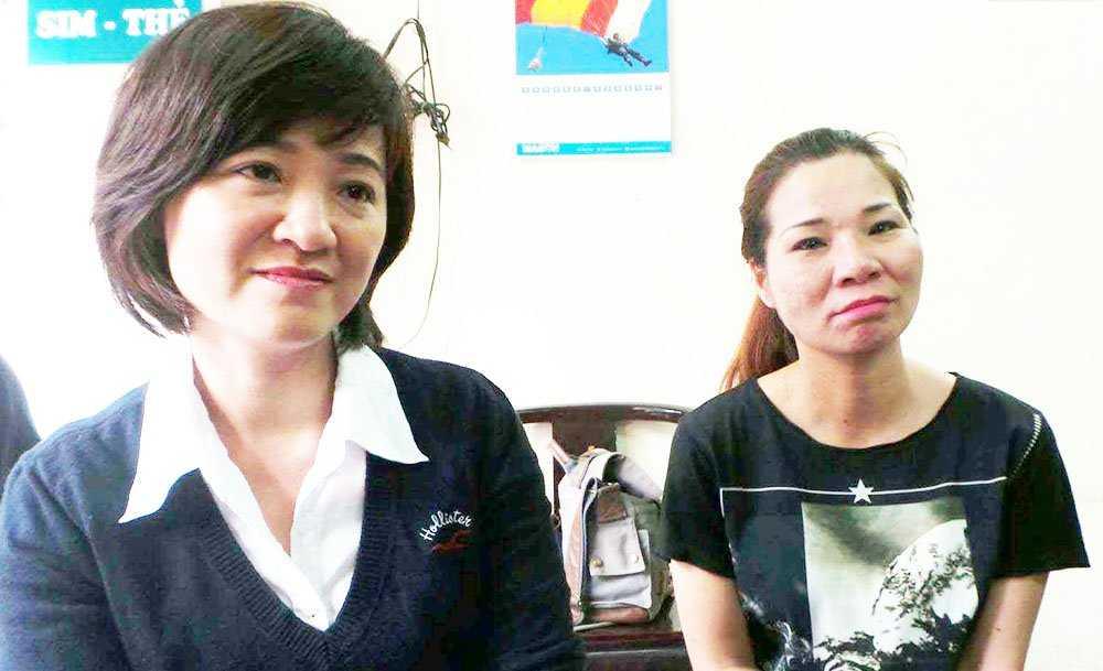 Chị Trang (phải) và em gái Tạ Thị Thu Vân (con đẻ bà Hạnh).