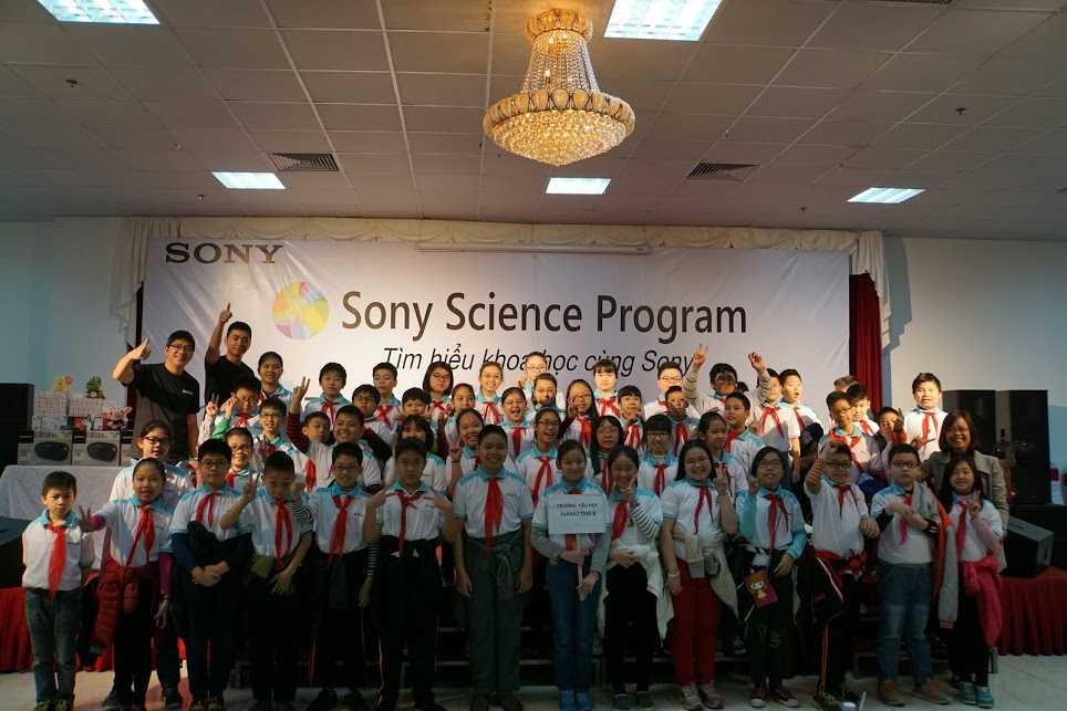 Các em học sinh háo hức chuẩn bị tham gia chương trình Tìm hiểu khoa học cùng Sony