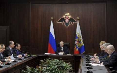Tổng thống Nga Putin trong cuộc gặp với giới chức Nga trước khi tuyên bố rút quân khỏi Syria