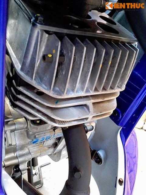 Do dải mô-men xoắn ngắn đặc trưng   của động cơ 2 kỳ nên chiếc xe được trang bị hộp số tới 6 cấp (1 tiến, 2 -   3 - 4 -5 -6 móc). Với động cơ mạnh mẽ, 125 ZR đã được sử dụng làm xe   đua chính thức cho các giải chuyên nghiệp và bán chuyên ở Malaysia trong   nhiều năm liền, cho tới khi dòng Exciter xuất hiện.