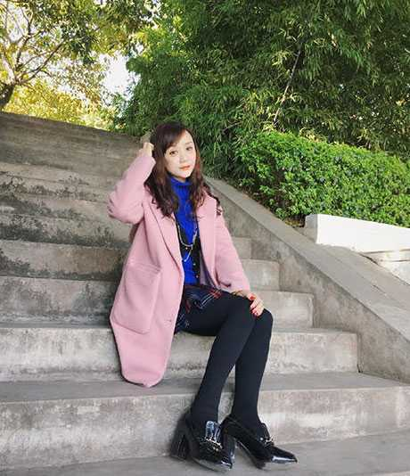 Theo QQ, mẹ của cô gái cũng rất trẻ so với tuổi 47.