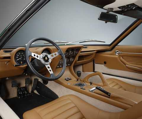 Nội thất xe sang trọng và giữ gần nguyên thiết kế ban đầu. (Ảnh: Lamborghini)