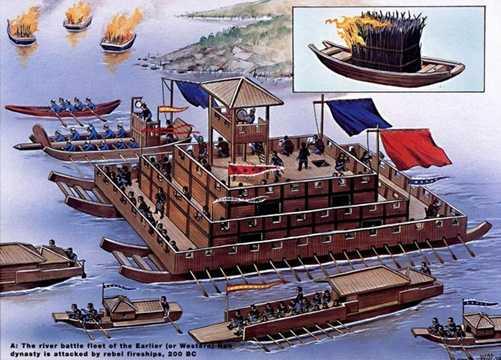 Hỏa thuyền của quân nổi dậy được thả trôi về phía hạm đội Tây Hán trên một con sông, năm 200 TCN. Hình ảnh nằm trong loạt ảnh chiến thuyền Đông Á xưa, in trong ấn phẩm mang tên Hải quân Trung Quốc thời cổ.