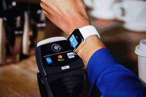 Công nghệ thanh toán thông minh. Thời buổi của những chiếc thẻ tín dụng đang dần qua đi và thay vào đó là những công nghệ thanh toán thông minh hơn. Apple Pay là một trong số đó. Công nghệ này được tích hợp vào iPhone để người dùng không cần mang theo quá nhiều giấy tờ mỗi khi ra đường