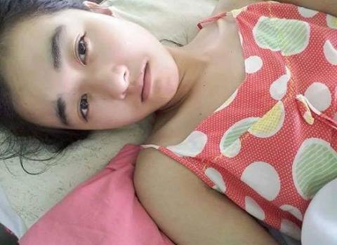 Hình ảnh đau lòng của Hà Vi khi bị cắt 1/3 chân phải.