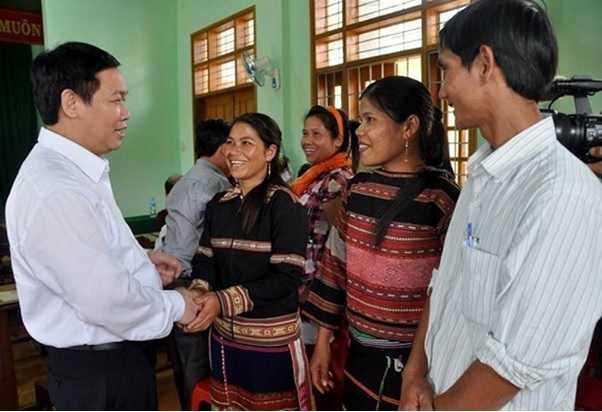 Ông Vương Đình Huệ thăm hỏi đời sống người dân xã vùng cao An Toàn tỉnh Bình Định