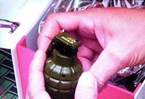 Vật lạ nghi lựu đạn được phát hiện trong kẹt hàng do Bưu điện Thừa Thiên Huế ký gửi ra Hà Nội bằng đường hàng không.