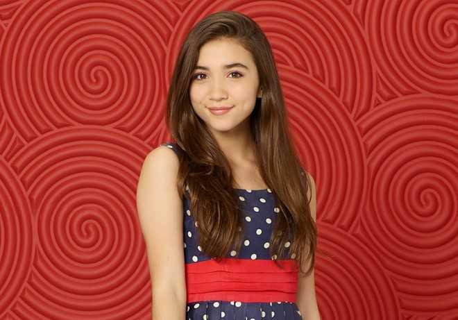Rowan Blanchard (14 tuổi) là ca sĩ, diễn viên nổi tiếng trong chương trình truyền hình Girl Meets World trên kênh Disney.   Cô còn là thành viên  tổ chức chính trị về nhân quyền. Năm 2015, ngôi   sao nhí từng phát ngôn cho Hội Phụ nữ Liên hợp quốc, hội nghị thường   niên Ủy ban quốc gia Mỹ và tạp chí Nữ quyền.