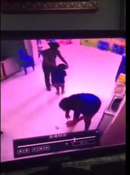 Cô giáo đánh trẻ (ảnh chụp màn hình clip)