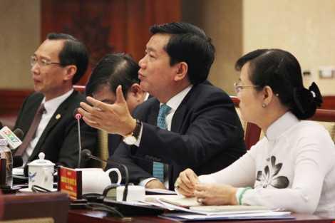 Bí thư Thành ủy TP.HCM Đinh La Thăng phát biểu tại buổi gặp gỡ các nhà đầu tư nước ngoài. Ảnh: Hoàng Giang