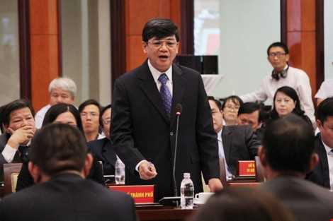 Phó cục trưởng Cục Hải quan TP Nguyễn Hữu Nghiệp trả lời chất vấn của Bí thư Đinh La Thăng. Ảnh: Hoàng Giang