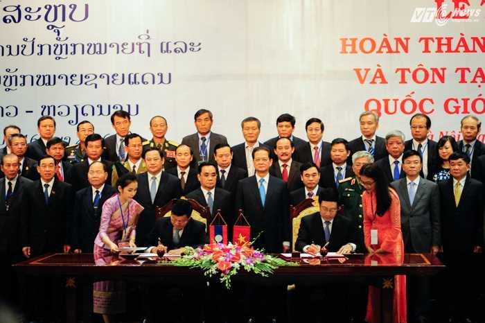 Thủ tướng 2 nước chứng kiến ký kết các văn kiện về biên giới - Ảnh: Tùng Đinh