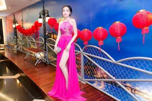 Top 5 Nữ hoàng trang sức chia sẻ, bất cứ sự kiện giải trí dù lớn hay nhỏ cô đều dành khá nhiều thời gian lựa chọn trang phục, make up để có hình ảnh đẹp nhất gửi đến khán giả yêu quý mình. Chính những hình ảnh đẹp giúp Cao Thái Hà nhận được những lời mời tham gia phim ảnh liên tiếp trong 2016.