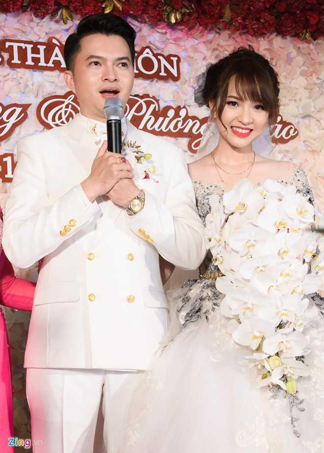 Nam Cường và bà xã Phương Thảo trong hôn lễ bí mật ở TP HCM. Ảnh: Bá Ngọc Chỉ cưới người mình yêu