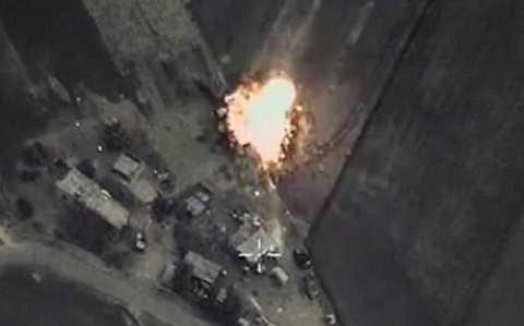 Một vị trí của IS bị Nga không kích. Ảnh Bộ Quốc phòng Nga