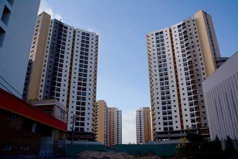 Các chuyên gia cho rằng, đã trải qua   thời kỳ khó khăn, DN bất động sản sẽ biết cách tồn tại phù hợp với điều   kiện phát triển của thị trường. Ảnh: Lê Quân