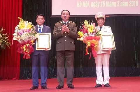 Bộ trưởng Bộ công an trao quyết định bổ nhiệm Giám đốc Công an TP Hà Nội cho Thiếu tướng Đoàn Duy Khương.