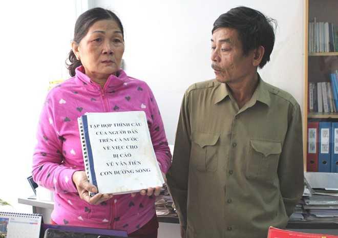 Bố mẹ Vũ Văn Tiến. Ảnh: K.T.