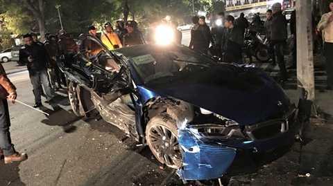 Siêu xe BMW i8 gặp nạn hồi đầu tháng 2/2016 ngay sát Hồ Gươm