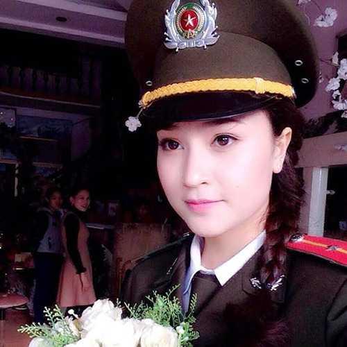 Đậu Thùy An (sinh năm 1994) được đông đảo cộng đồng mạng biết đến qua tên An Bon cùng hình ảnh nữ công an xinh đẹp.