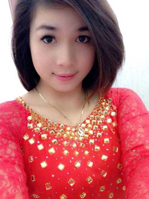 Được biết, nữ cảnh sát cơ động này tên là Nguyễn Thị Hương, sinh năm 1992.