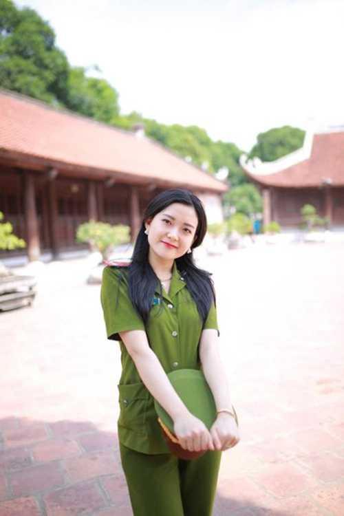 Cô bạn xinh đẹp, tài năng này là Võ Thị Tú Anh (sinh năm 1992, quê Nam Đàn,  Nghệ An) hiện đang công tác tại đội quản lý hành chính công an thị xã Cửa Lò, nghệ An.